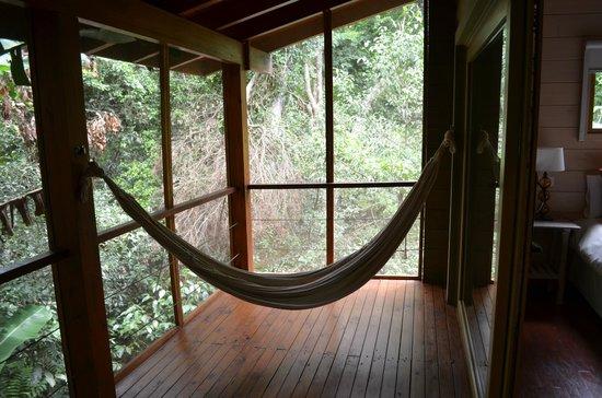 La Cantera Jungle Lodge:                   Terraza de la habitación. Toda cerrada con mosquiteros