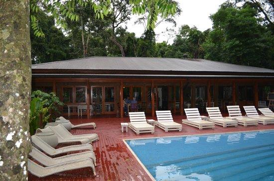 La Cantera Jungle Lodge:                   Vista del edificio esencialmente dedicado a comedor y lectura