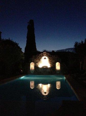 Belmond Casa de Sierra Nevada :                   pool at night