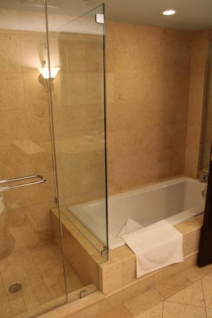 Kimpton Vero Beach Hotel & Spa:                   Shower