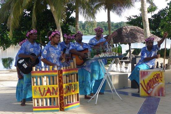 Holiday Inn Resort Vanuatu:                   Entertainment at the Pool Bar