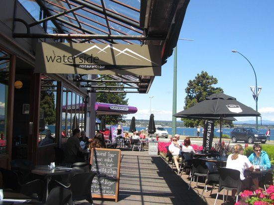 Waterside Restaurant & Bar:                   Waterside tables