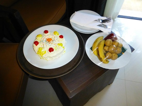 Centara Anda Dhevi Resort and Spa:                   Our honeymoon cake and fruit on arrival