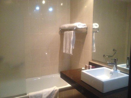 Trim Castle Hotel: Bathroom