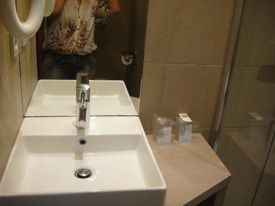 Hotel Tourisme Avenue: Banheiro