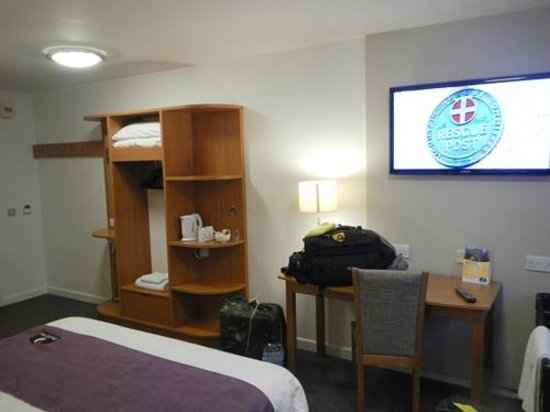 Premier Inn Weymouth Seafront Hotel: room