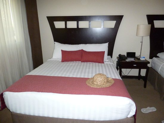 Tryp by Wyndham San Jose Sabana:                   a well-made bed