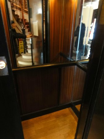 Hotel Le 123 Elysees - Astotel: The Smallest Lift in the World - But Works !