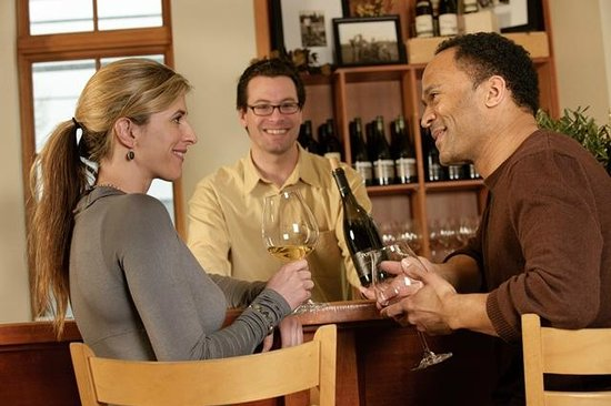 Ponzi Wine Bar : Our knowledgeable team is at your service.