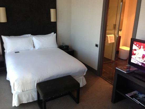 Sofitel Auckland Viaduct Harbour:                   Bedroom.