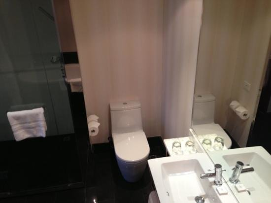Sofitel Auckland Viaduct Harbour:                   Bathroom.