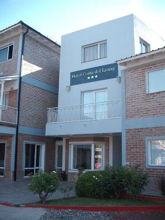 Hotel Costa Limay : Puerta de ingreso al hotel