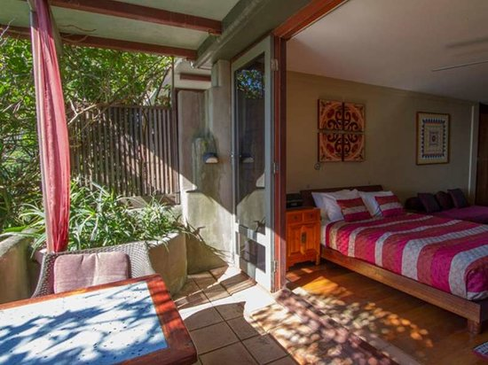Wategos Beach Retreats: Studio Balcony Bedroom