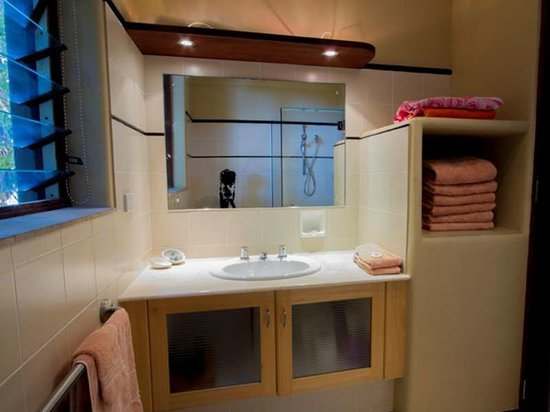 Wategos Beach Retreats: Studio Bathroom