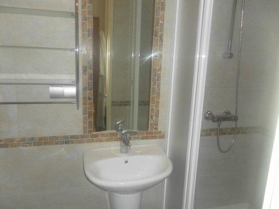 Green Hill:                   Bathroom