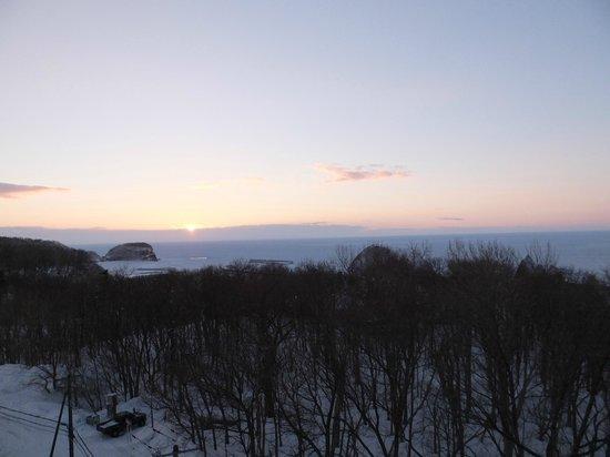Shiretoko Prince Hotel Kazanamiki:                   一面の流氷に沈んだ夕日