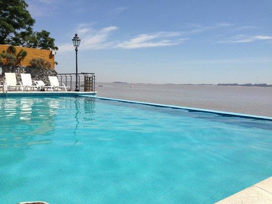 Radisson Hotel Colonia del Sacramento:                   La piscina
