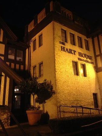 Hart House Restaurant :                   外から