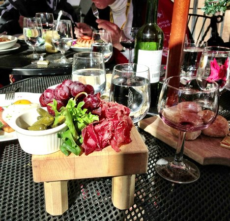Alpenrose Restaurant:                   Bundnerflseisch platter!