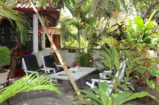 Sunils Garden Guesthouse: The sitting areas in the garden