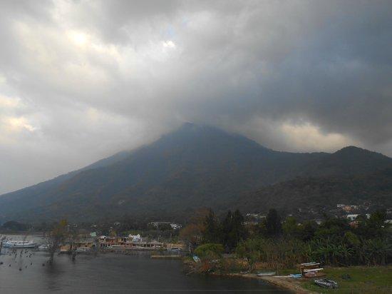 San Pedro La Laguna, جواتيمالا:                   Volcan San Pedro                 