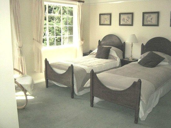 Tinker's Furze:                                     Large ensuite bedroom set up as twin