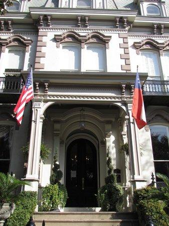 Hamilton-Turner Inn:                   Front of Inn