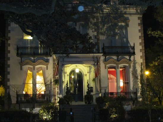 Hamilton-Turner Inn:                   The Inn at Night