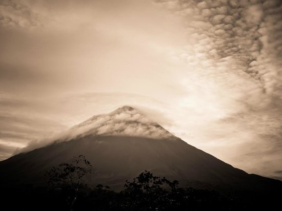 هوتل كامبو فيردي:                   volcano                 