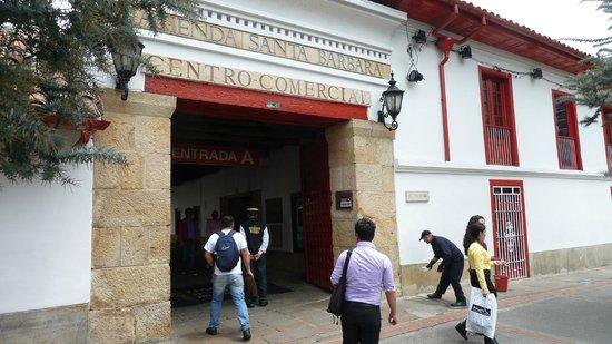 """Hacienda Santa Barbara: Früher in der Tat eine """"Hacienda"""", heute innen modern"""