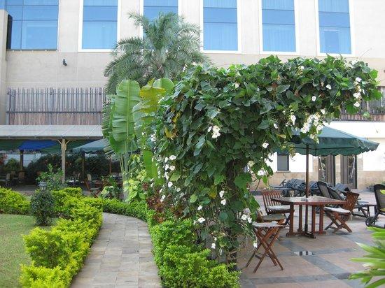 Jacaranda Nairobi Hotel: Hotel grouns
