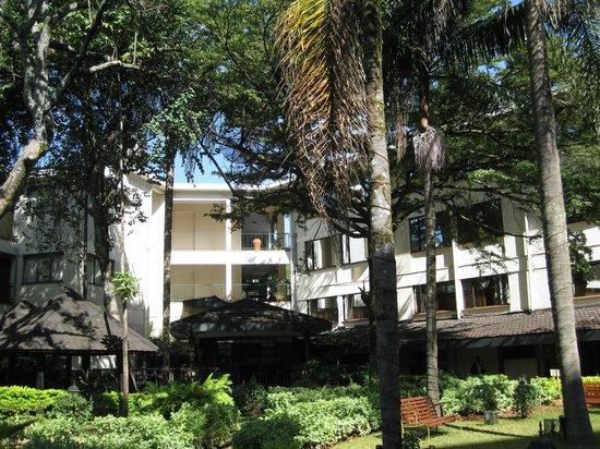 Jacaranda Nairobi Hotel: Hotel grounds