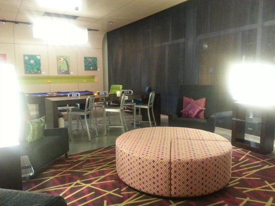 Aloft Miami Doral:                   Lobby