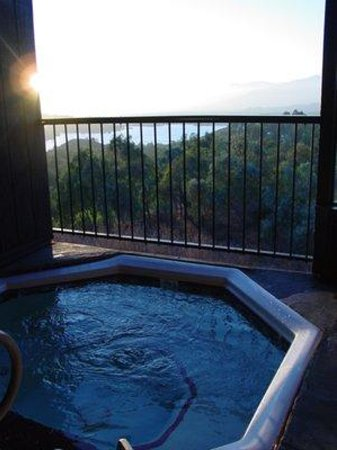 San Dimas, Californie :                   Hot Tubbing with a view!