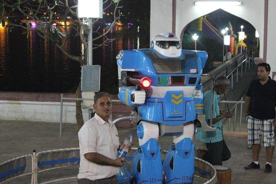 Kankaria Lake: Robote