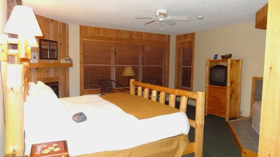 Cove Point Lodge:                   Lake Affect Room