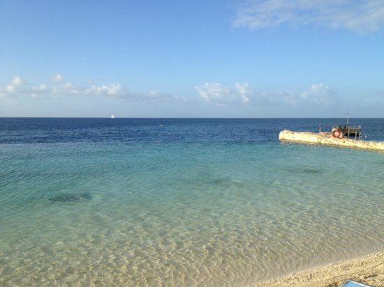 Renaissance Curacao Resort & Casino: This doesn't look like a fake beach.