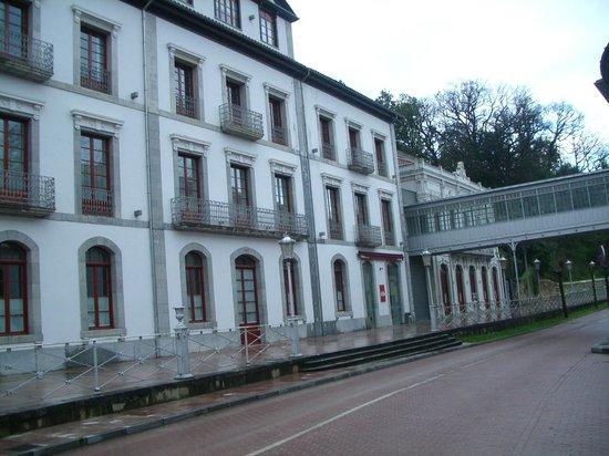 Gran Hotel Las Caldas: Fachada exterior del comedor