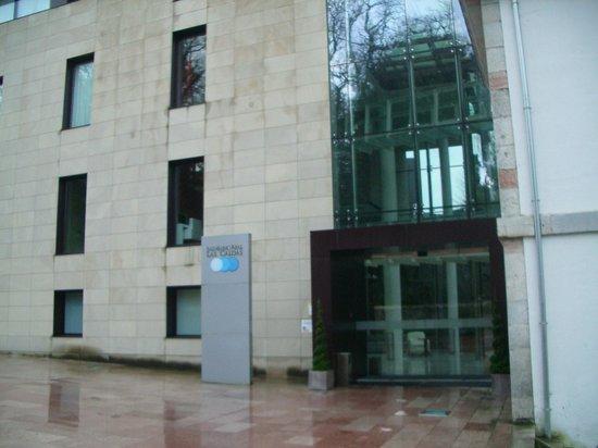 Gran Hotel Las Caldas: Entrada exterior a la recepción del balneario y al Gran Hotel