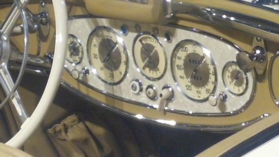 Kemp Auto Museum: Instrument panel of the 1935 Mercedes-Benz 300K Special Roadster