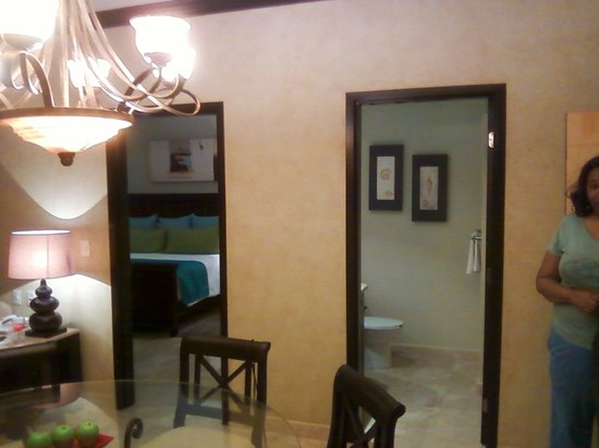 Villa del Palmar Cancun Beach Resort & Spa:                   half bath as well