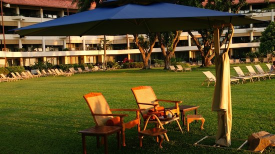 Shangri-La's Tanjung Aru Resort & Spa: sunset chair