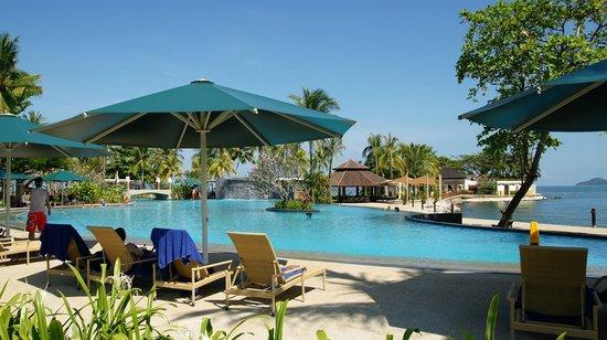 Shangri-La's Tanjung Aru Resort & Spa: Pool side