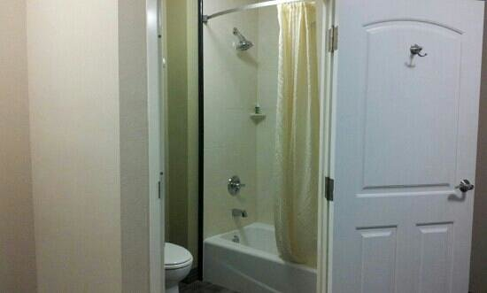 BEST WESTERN PLUS Avita Suites:                   bathroom