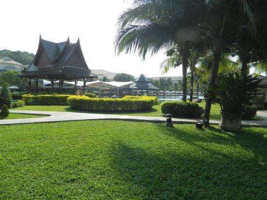 Sofitel Krabi Phokeethra Golf & Spa Resort: Pool/Beach area