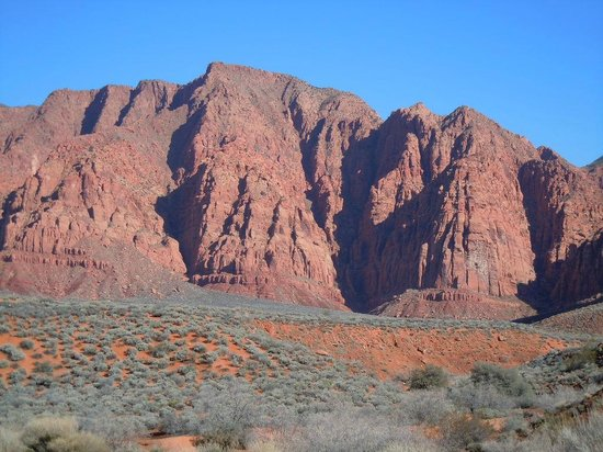 Red Mountain Resort:                   HIke in Kayenta Canyon