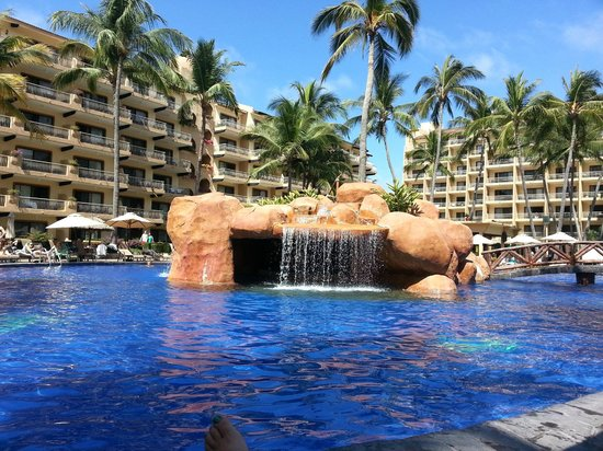 Villa del Mar Beach Resort & Spa:                   waterfall in main pool