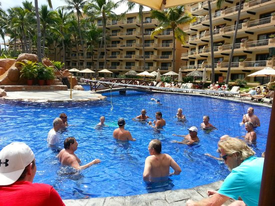 Villa del Mar Beach Resort & Spa:                   daily water-volleyball game in pool