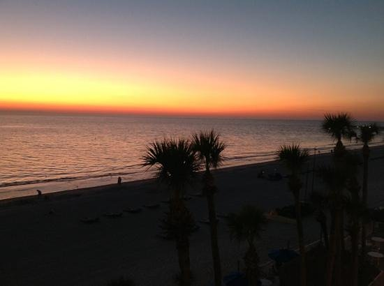 Doubletree Beach Resort by Hilton Tampa Bay / North Redington Beach:                   sunset jan 28, 2013