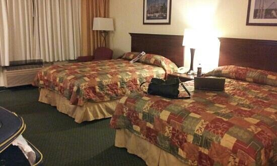 Knott's Berry Farm Hotel:                   bed